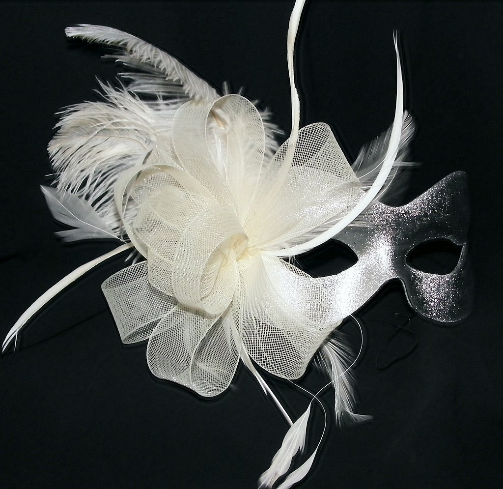 Burlesque Style Feather Silver Amp Cream Mask