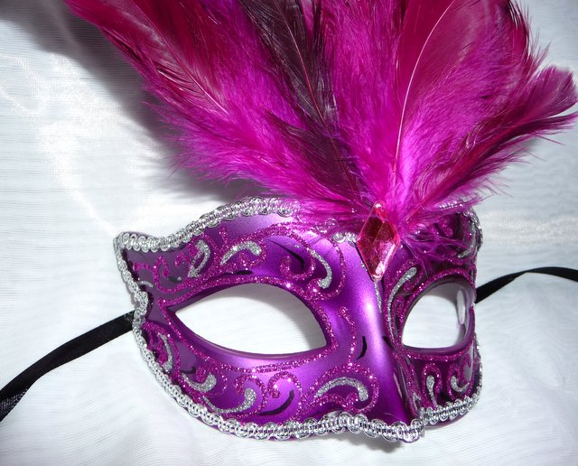 Cerise Laquered  feathered petie Mask (1)